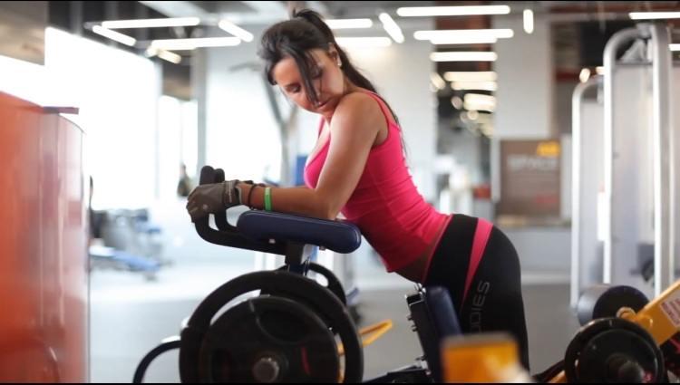 Качаем ягодицы и бицепс бедра – комплекс эффективных упражнений