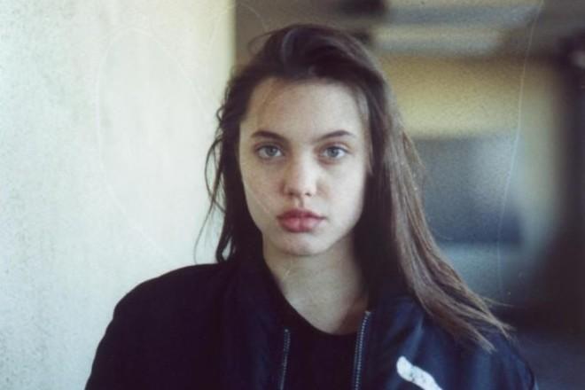 Как выглядела Анджелина Джоли в детстве и юности: фото молодой Джоли