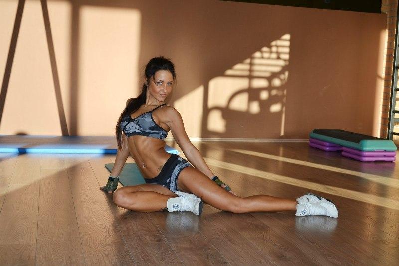 Фитнес-модель Оксана Артемова - биография, фото, программа тренировок и питания фитнес бикинистки